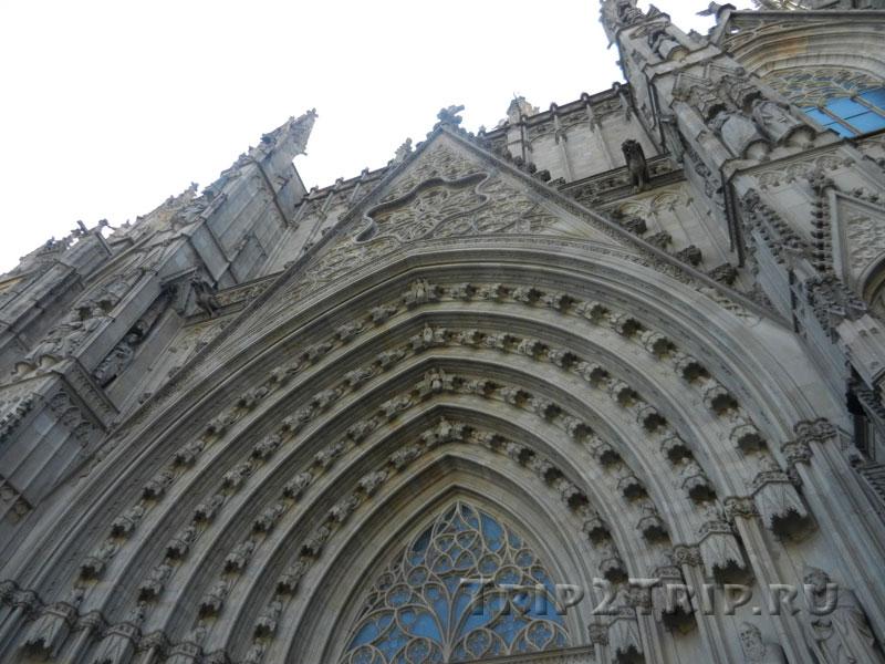 Тимпан кафедрального собора, Готический квартал, Барселона