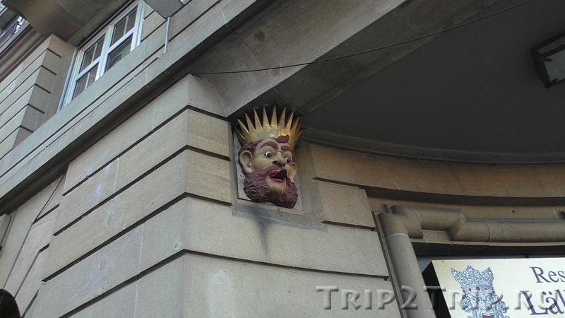 """Король, показывающий язык, отель """"Три волхва"""", Базель"""
