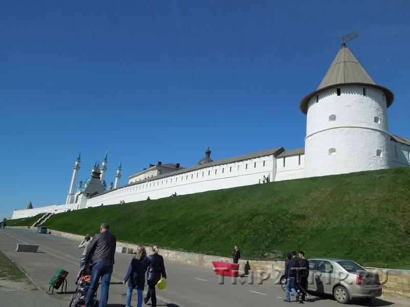 Кремль от площади Тысячелетия, Казань