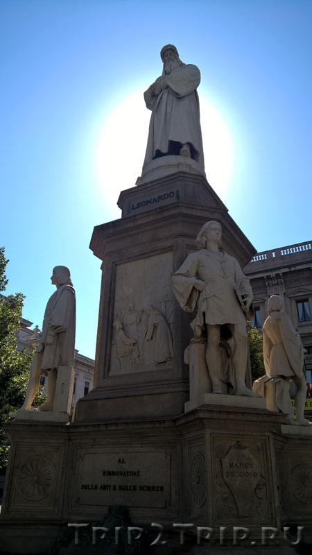 Статуя Леонардо да Винчи, Пьяцца-делла-Скала, Милан