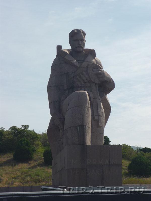 """Памятник """"Морякам революции"""", 12-й километр Сухумского шоссе от Новороссийска"""