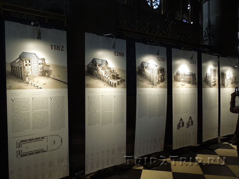 Плаката, рассказывающие как выглядел Нотр-Дам в разные годы, Собор Парижской Богоматери