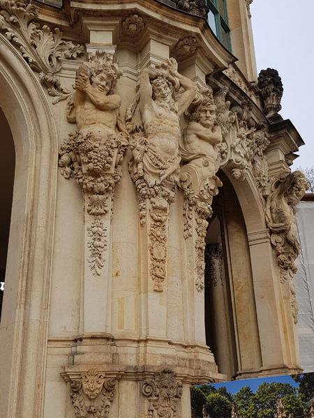 Правая колонна Павильона на валу, Цвингер, Дрезден