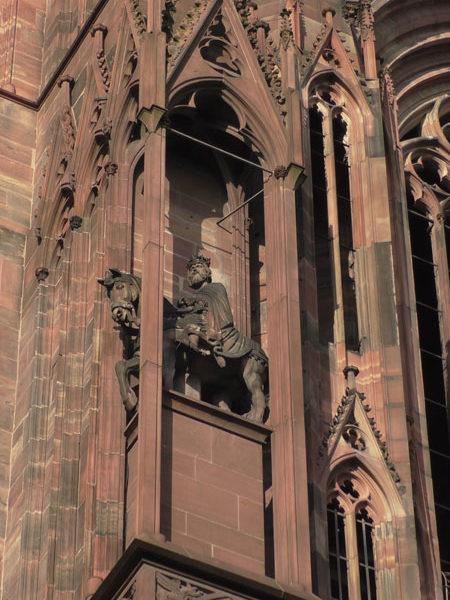 Конная статуя, страсбургский собор