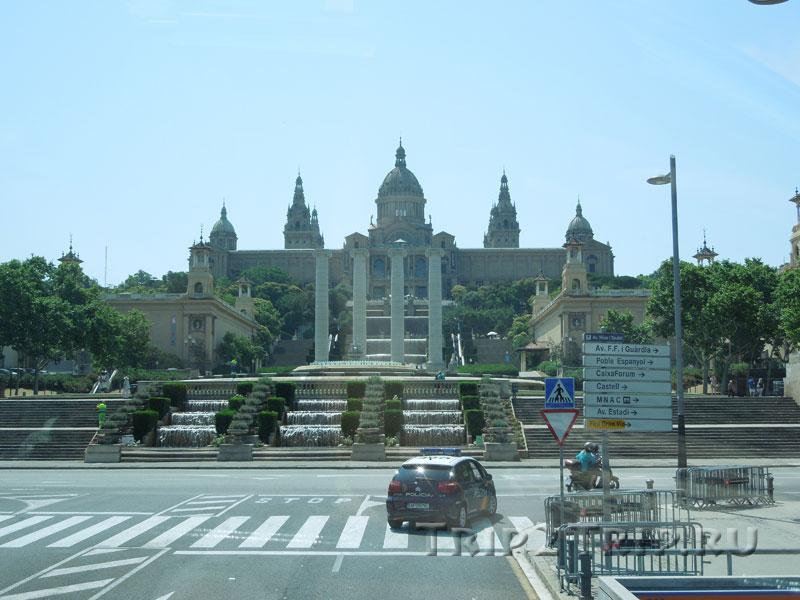 Гора Монжуик с Площади Испании, Барселона