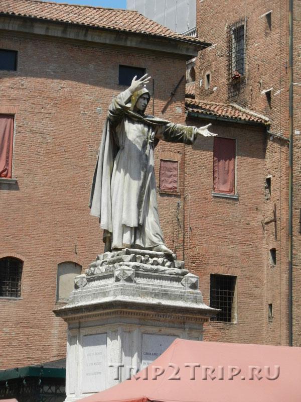 Статуя Савонаролы, Феррара