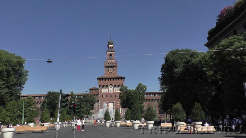 Замок Сфорца (Сфорцеско), вид от Каирской площади, Милан