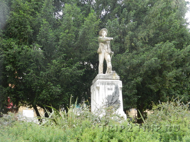 Памятник Тито Спери, Брешиа