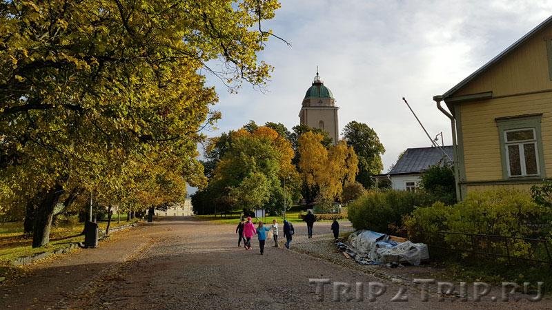 Улица Suomenlinna C с видом на церковь-маяк, Суоменлинна (Свеаборг), Хельсинки