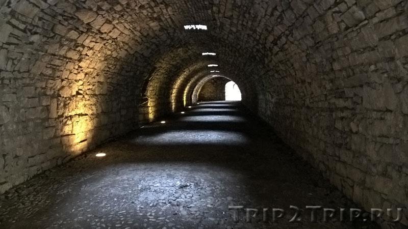 Тоннель в замке, Брешиа