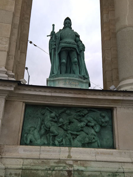 Янош Хуньяди, Памятник Тысячелетия, Будапешт