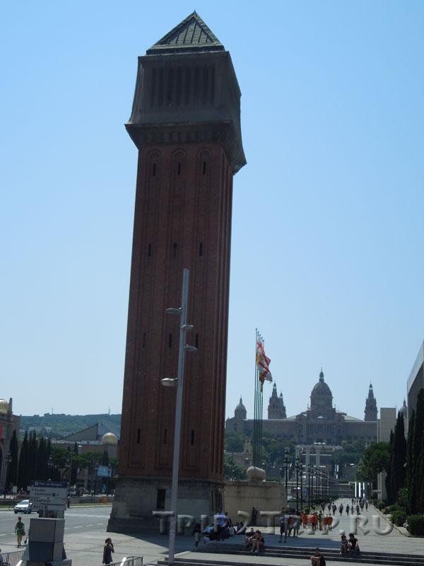 Колонна в стиле венецианской кампаниллы, Площадь Испании, Барселоны