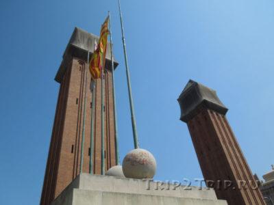 Колонны в стиле венецианской кампаниллы, Площадь Испании, Барселоны