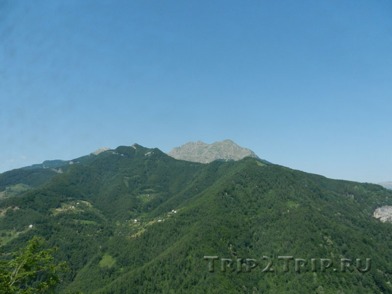 Виды на горы Динарского нагорья от монастыря Морача, Черногория