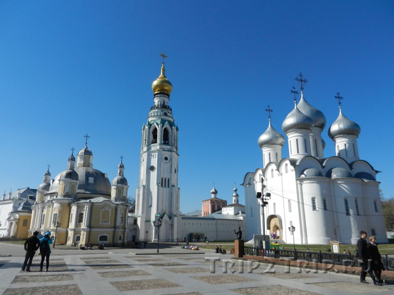 Воскресенский собор, Колокольня Софийского собора и сам Софийский собор, Кремлёвская площадь, Вологда