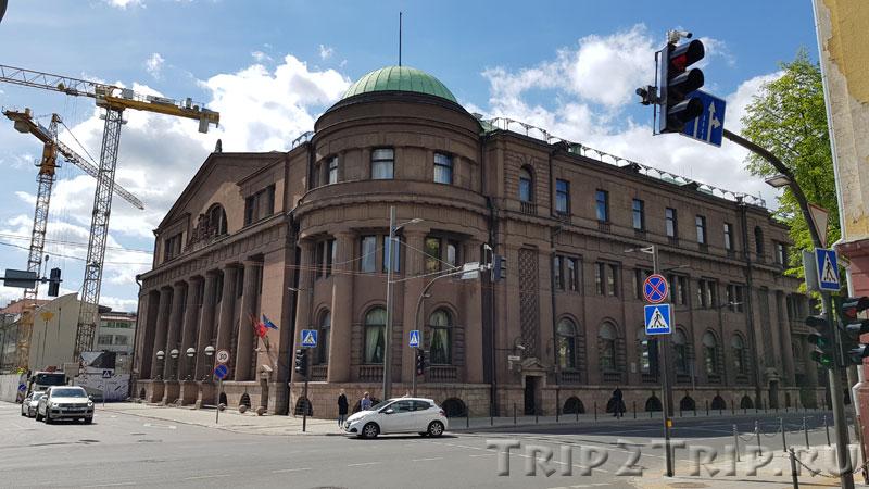 Центральный Банк Литвы на перекрёстке улиц Кристийоно Донелайчё и Майронио, Каунас