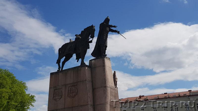 Памятник Гедимину, Кафедральная площадь, Вильнюс