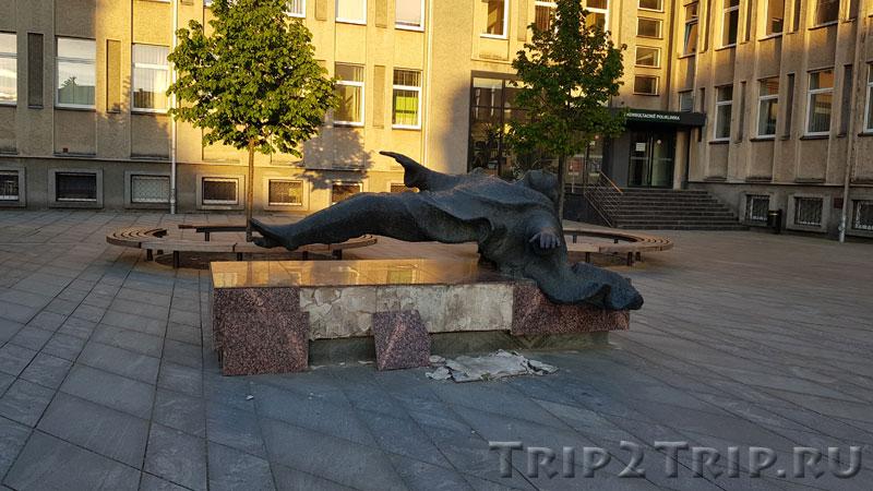 """Скульптура """"Левитация"""", Площадь Независимости, Каунас"""