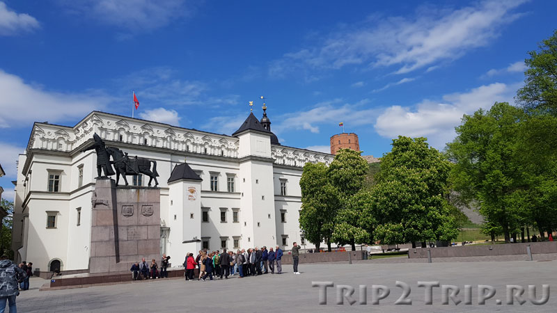 Нижний замок, Кафедральная площадь, Вильнюс