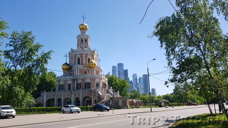 Вид на Храм Покрова в Филях в Москве