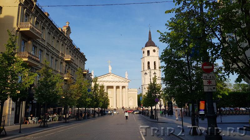 Кафедральный собор и колокольня от проспекта Гедимина, Вильнюс