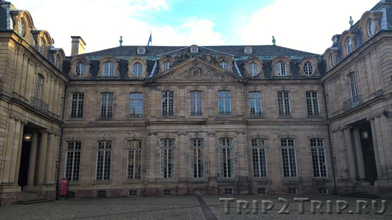 Внутренний дворик дворца Рогана, Соборная площадь, Страсбург