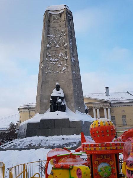 Памятник 850-летию Владимира, Соборная площадь