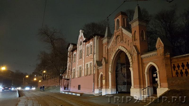 Главные ворота на Введенское кладбище, Госпитальный Вал, Москва