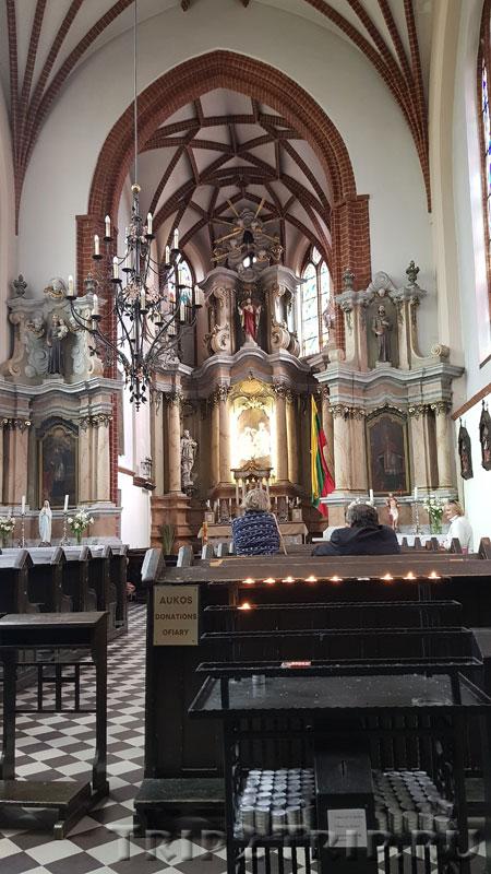Интерьер костёла Святой Анны, Вильнюс