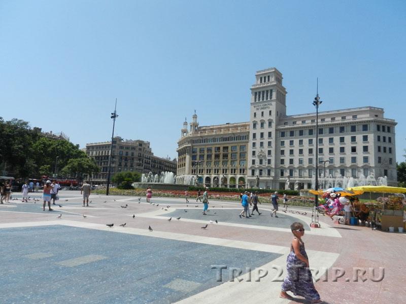 Площади Каталонии с Испанским Кредитным Банком, Барселона