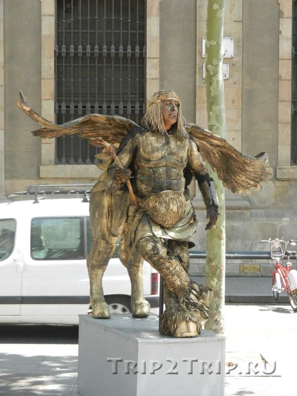Крылатый кентавр, живая статуя на Рамбле, Барселона