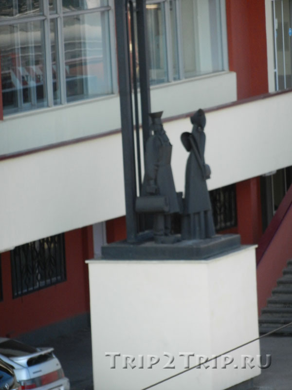 Скульптуры у ЖД вокзала, Липецк