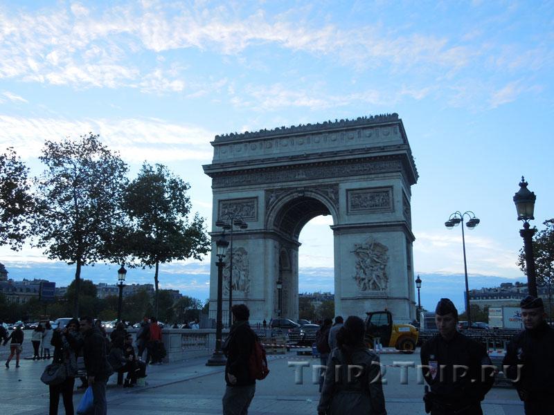 Триумфальная арка, площадь Шарля де Голля (площадь Звезды), Париж