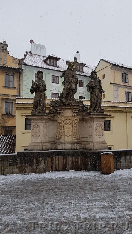 Св. Косма, Дамиан и Спаситель, Карлов Мост, Прага. Пятнадцатая фигура справа