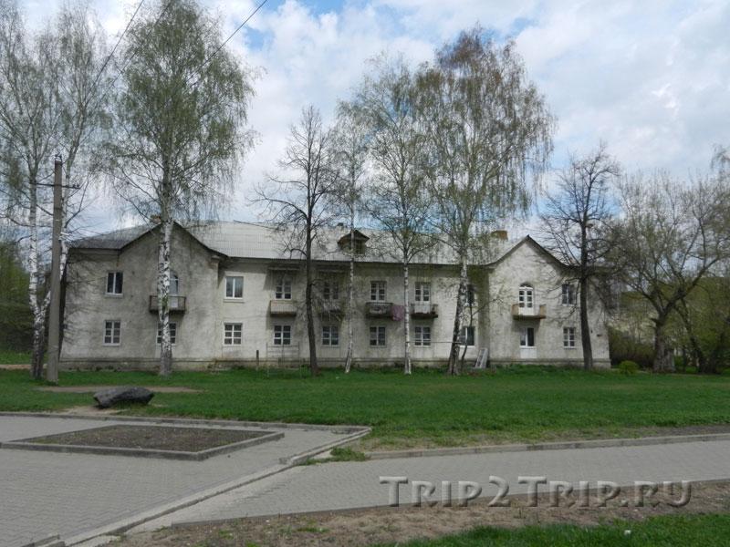 Двухэтажный кирпичный дом 1930-х годов в Переславле-Залесском