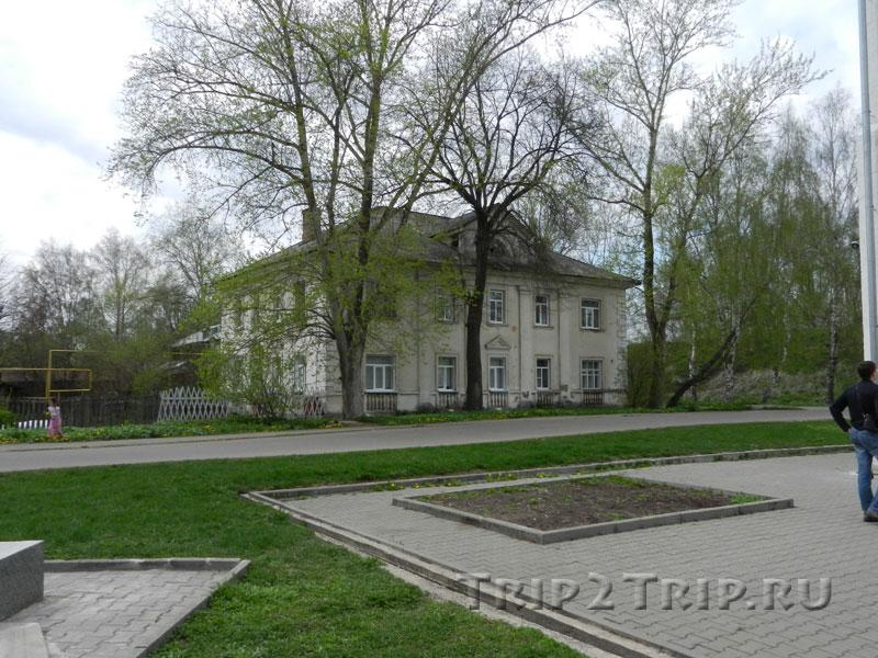 Двухэтажное здание 20-х годов XX века, Красная площадь, Переславль-Залесский