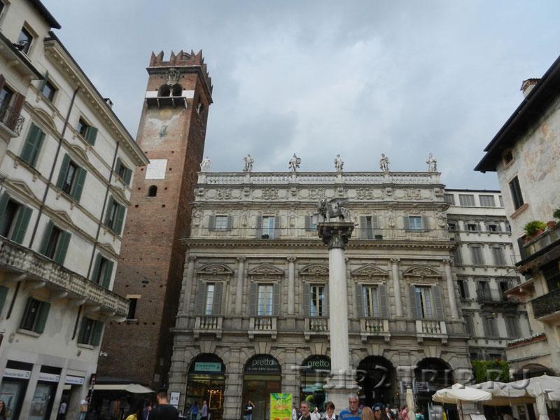 Палаццо Маффеи и башня Гарделло, пьяцца Эрбе, Верона
