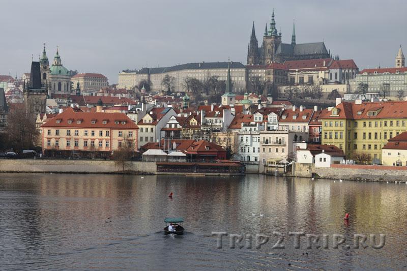 Вид на Кампу и Градчаны, вид в другого берега Влтавы, Прага