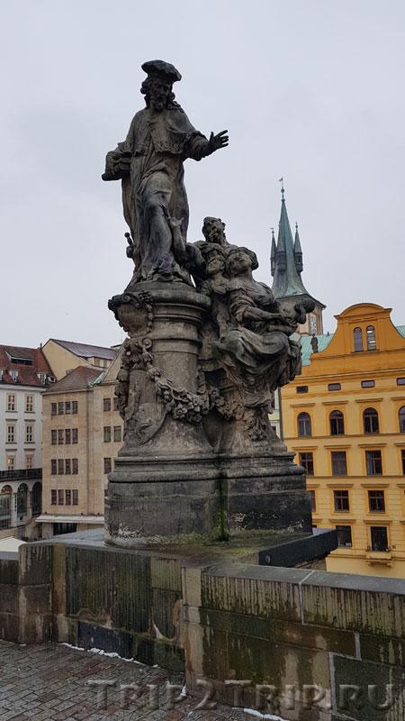 Св. Иво, Карлов Мост, Прага. Первая фигура слева