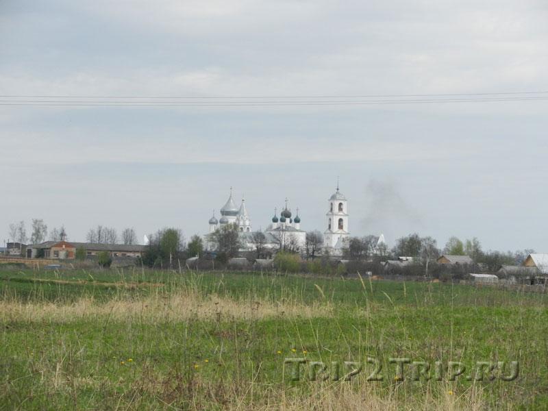 Никитский монастырь вдалеке