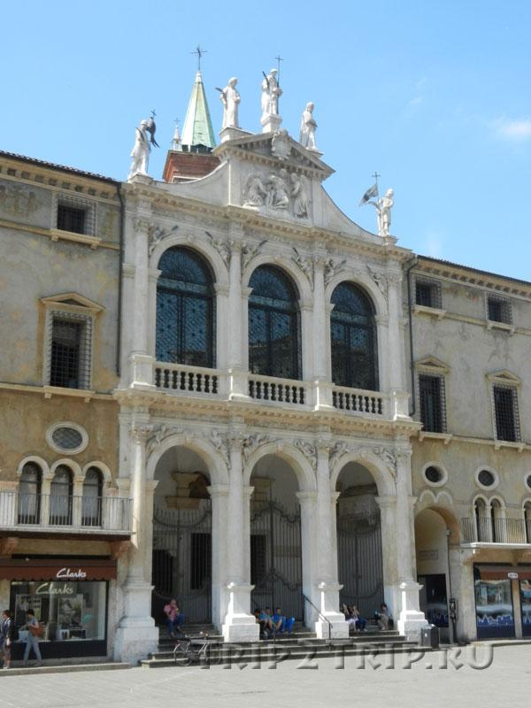 Церковь Сан-Винченцо, пьяцца Синьори, Виченца