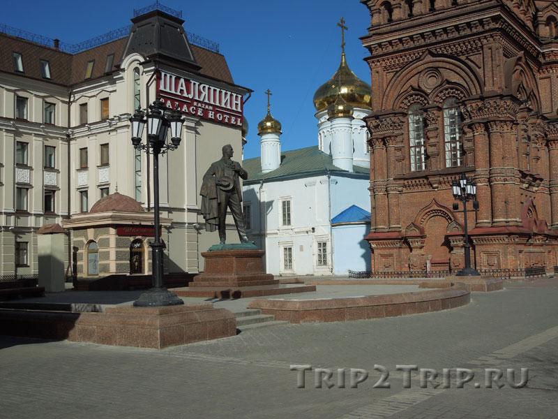 Памятник Фёдору Шаляпину, улица Баумана, Казань