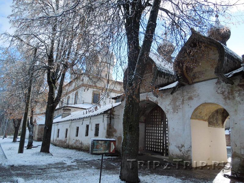 Святые Врата Знаменского собора, Ильина улица