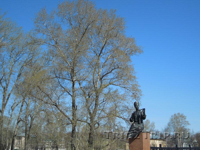 Муза со свирелью как часть памятника Батюшкову, Вологда