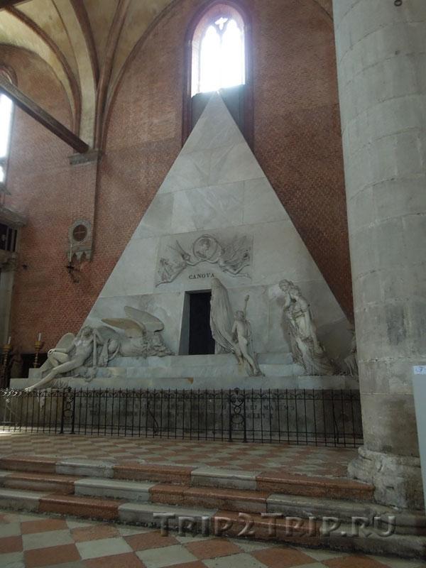 Надгробие Кановы, Санта-Мария Глориоза деи Фрари, Венеция
