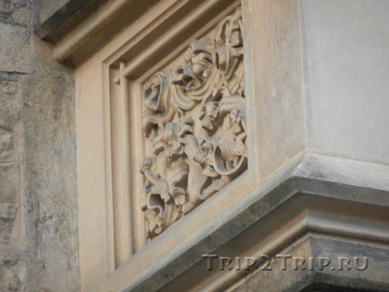 Деталь фасада, Каменный дом, Кутна-Гора