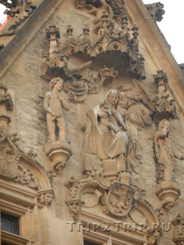 Барельеф с Мадонной, Каменный дом, Кутна-Гора