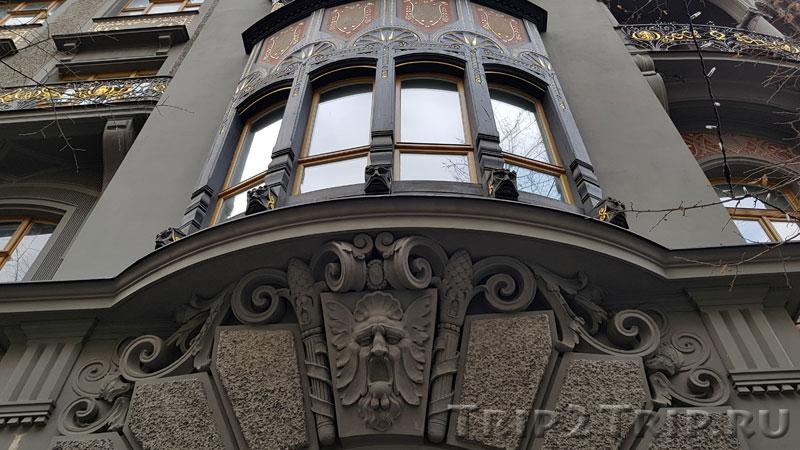 Эркер и маскарон доходного дома у Староновой синагоги, Йозефов, Прага