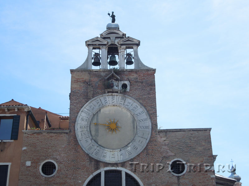 Фасад Сан-Джакомо-ди-Риальто, Венеция