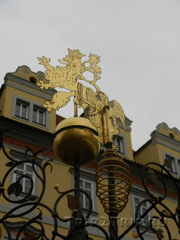 "Герб ""богемский лев"" на колодце. Малая площадь, Прага"